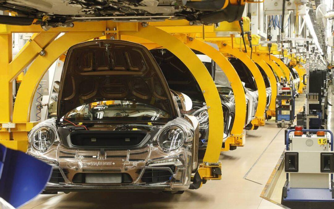 La crisi del settore automotive a causa della mancanza di chip.